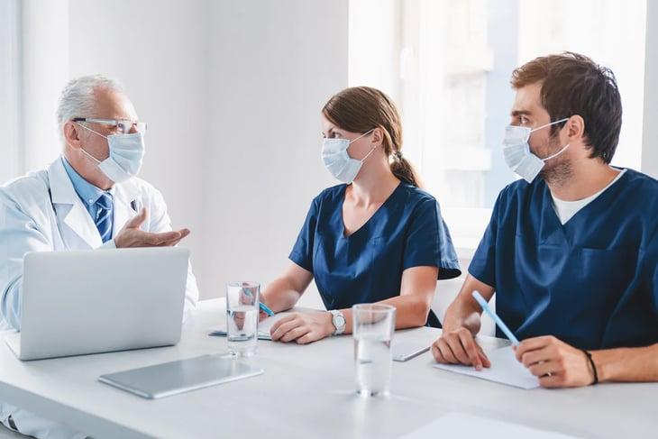 4 razones para invertir en los médicos y especialistas de tu clínica - Doctoralia