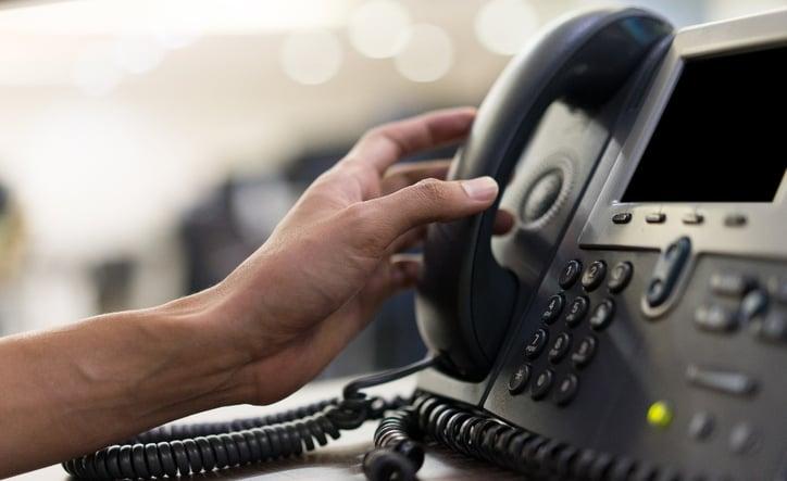 teléfono de un centro médico para recibir llamadas de pacientes